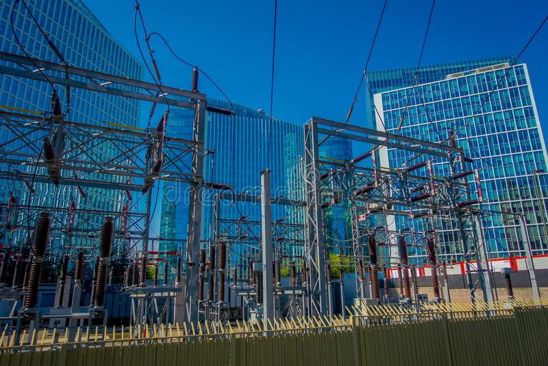 SANTIAGO CHILE, PAŹDZIERNIK, - 16, 2018: Elektryczna podstacja dla miasta Santiago Chile w wspaniałym słonecznym dniu, i obrazy stock
