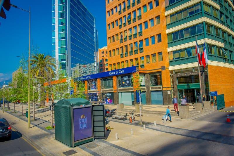 SANTIAGO CHILE, PAŹDZIERNIK, - 16, 2018: Plenerowy widok bank Chile i niektóre budynki przy pieniężnym okręgiem w Santiago obraz royalty free