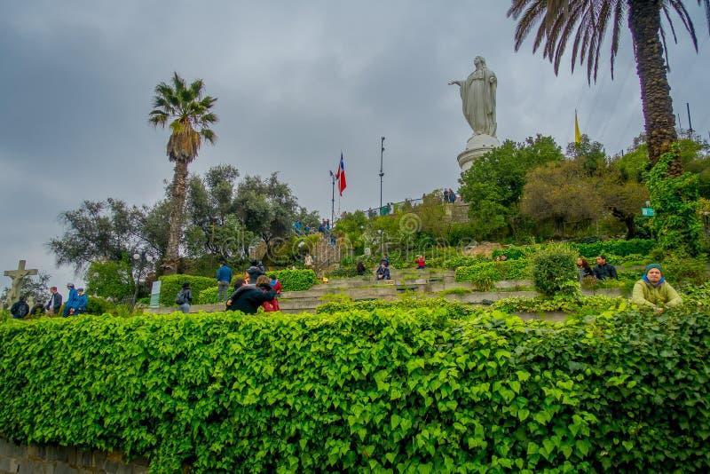 SANTIAGO CHILE - SEPTEMBER 13, 2018: Chile Santiago, staty av oskulden Mary på överkanten av Sanen Cristobal Hill arkivbild
