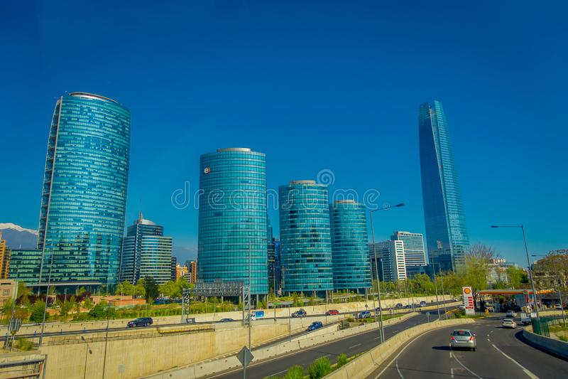 SANTIAGO, CHILI - 16 OCTOBRE 2018 : Vue panoramique des secteurs de Providencia et de Las Condes avec le centre de Costanera images stock