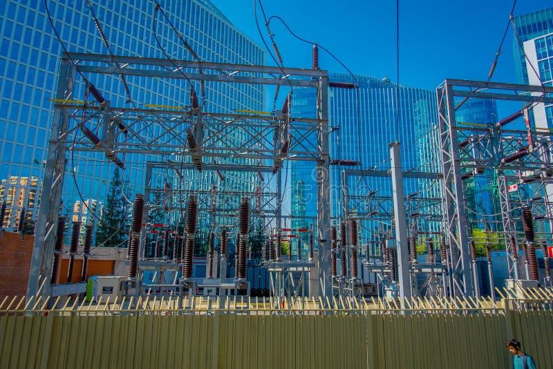 SANTIAGO, CHILI - OKTOBER 16, 2018: Elektrisch hulpkantoor, voor de stad van Santiago van Chili in een schitterende zonnige dag e royalty-vrije stock foto's