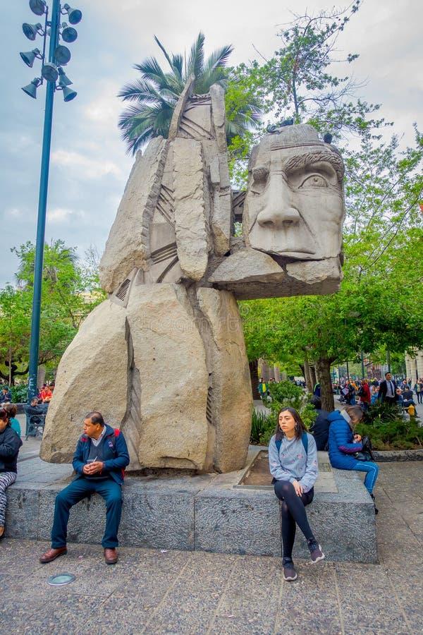 SANTIAGO, CHILI - SEPTEMBER 13, 2018: Weergeven bij beeldhouwwerk in Santiago de Chile Het beeldhouwwerk werd gemaakt door Enriqu stock afbeeldingen