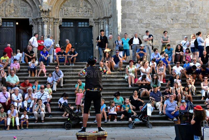 Santiago de Compostela, Spain Em agosto de 2018 Comedor da catedral e de fogo Festival do verão, fachada de Platerias fotos de stock