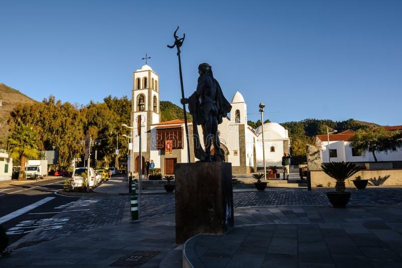 SANTIAGO DEL TEIDE, CANÁRIO, ESPANHA o quadrado da cidade de Santiago del Teide, a ilha de Tenerife Ilhas Canárias fotos de stock royalty free