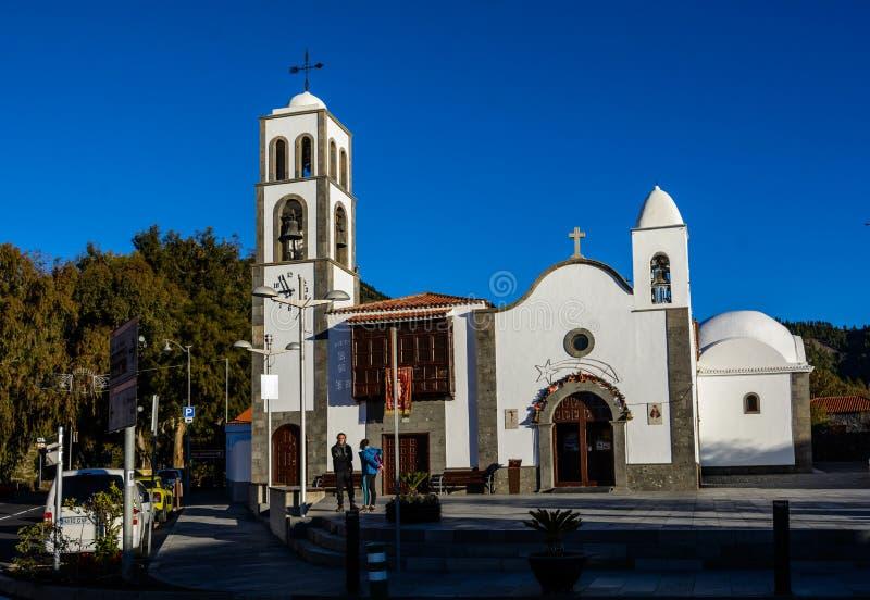 SANTIAGO DEL TEIDE, CANÁRIO, ESPANHA o quadrado da cidade de Santiago del Teide, a ilha de Tenerife Ilhas Canárias foto de stock