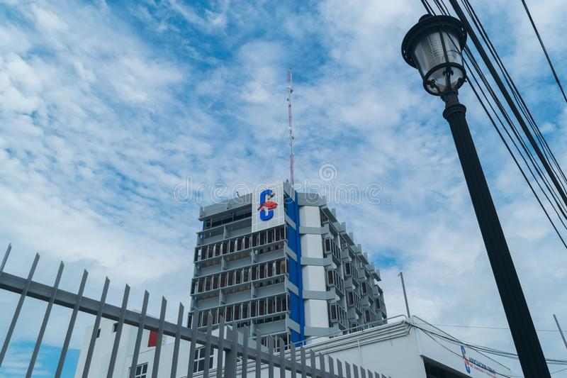 SANTIAGO, DOMINICAANSE REPUBLIEK / JUNI 9, 2019: Asociación Cibao de Ahorros y Préstamos Bank in de stad Santiago, DR. royalty-vrije stock foto's