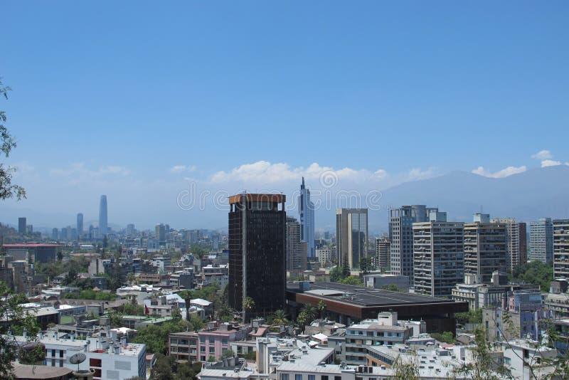 Download Santiago font le Chili photo stock. Image du bureaux - 45352688