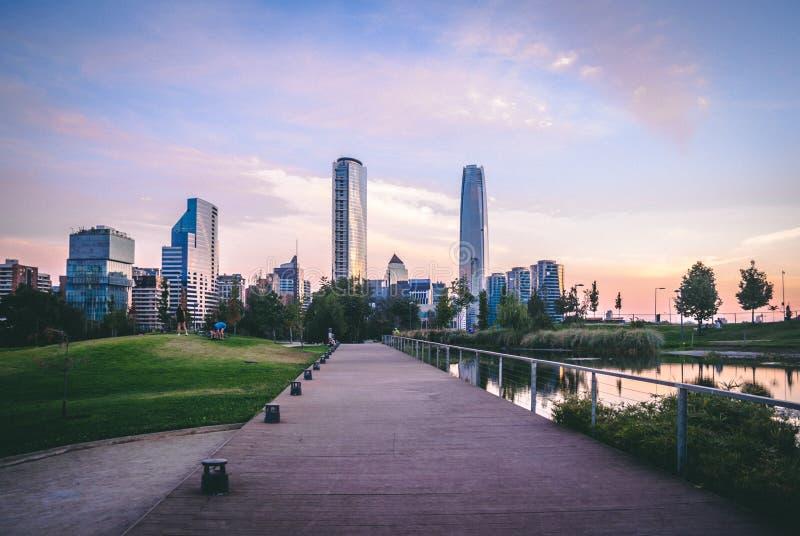 Santiago linia horyzontu od Bicentennial parka na doku fotografia royalty free