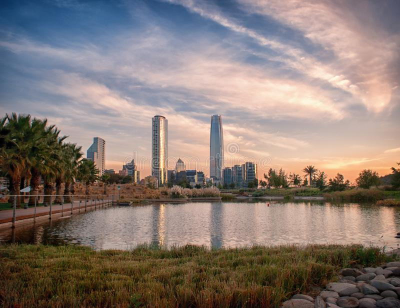 Santiago linia horyzontu od Bicentennial parka zdjęcia royalty free