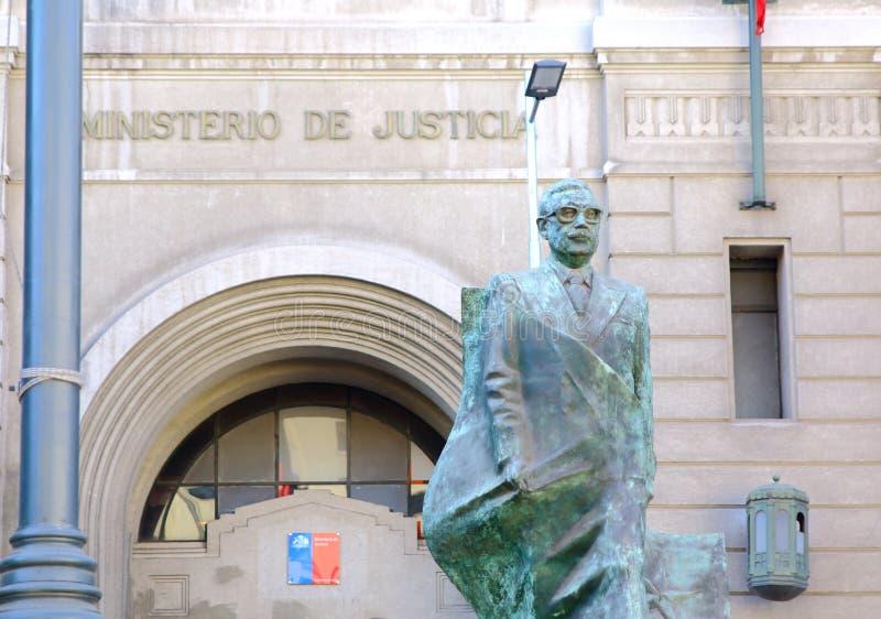 SANTIAGO, O CHILE - 15 DE JUNHO DE 2015: Monumento a Salvador Allende fotos de stock