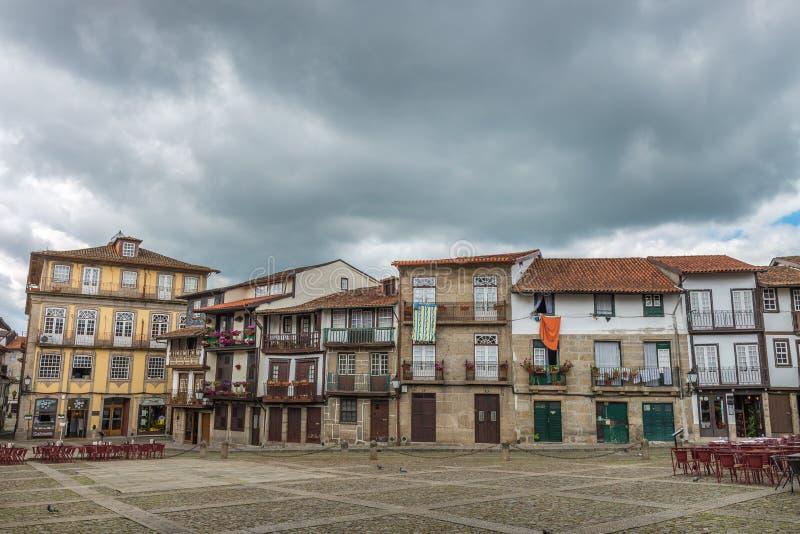 Santiago Square in der historischen Mitte von Guimaraes, Portugal stockbilder