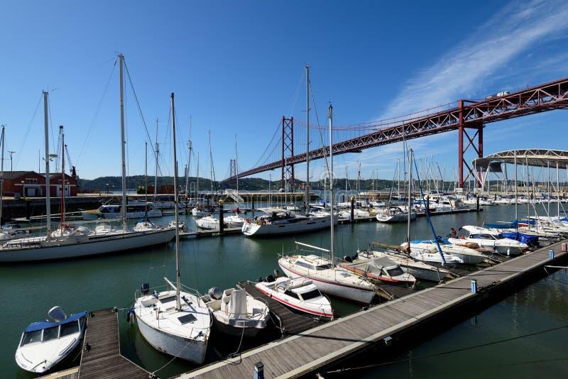 Santo Amaro Recreation skeppsdocka i Lissabon, Portugal arkivfoton
