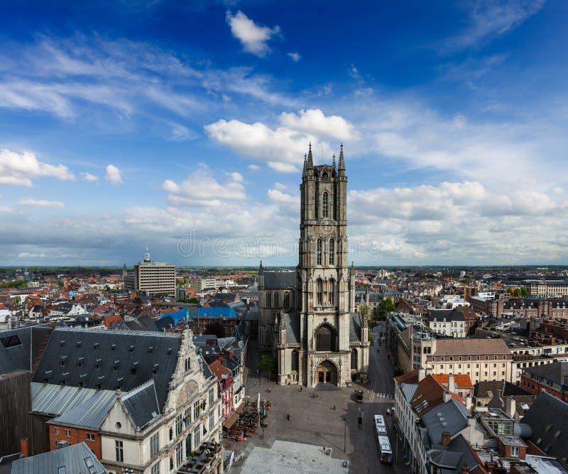Santo Bavo Cathedral y Sint-Baafsplein, visión desde el campanario. Ghen fotos de archivo libres de regalías