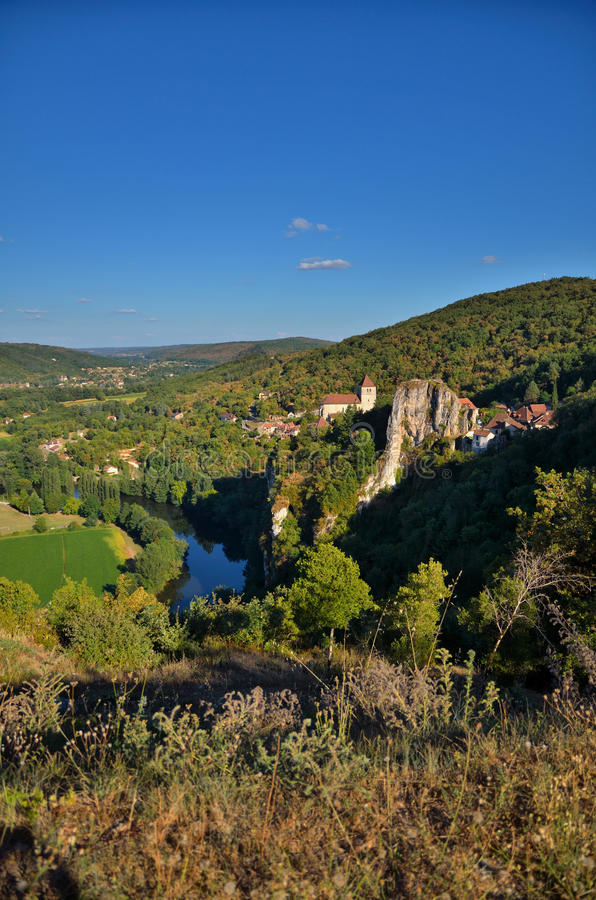 Santo Circ Lapopie, destino francés en el río de la porción fotos de archivo libres de regalías