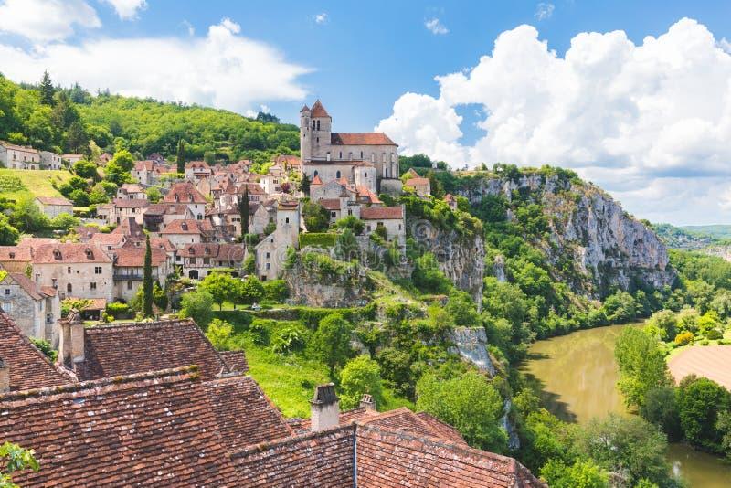 Santo-Cirq-Lapopie en el departamento de la porción en Francia imagen de archivo