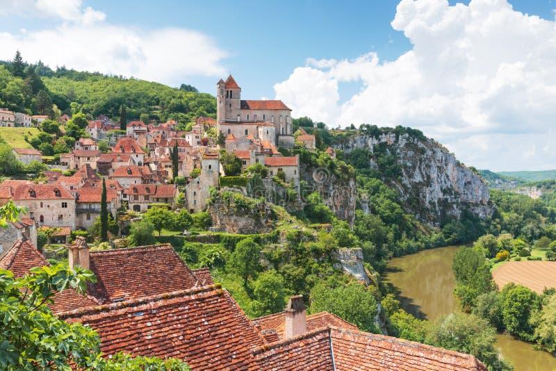 Santo-Cirq-Lapopie en el departamento de la porción en Francia fotos de archivo