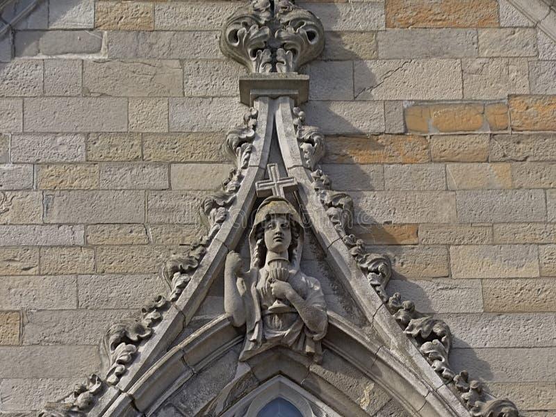 Santo de Femal con cáliz y cruz, detalle del castillo de Dublín fotos de archivo libres de regalías