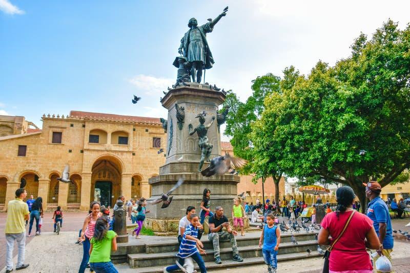 Santo Domingo, Dominicaanse Republiek Beroemd het standbeeld en de Kathedraalla Menor van Kerstmanmarãa van Christopher Columbus  stock foto