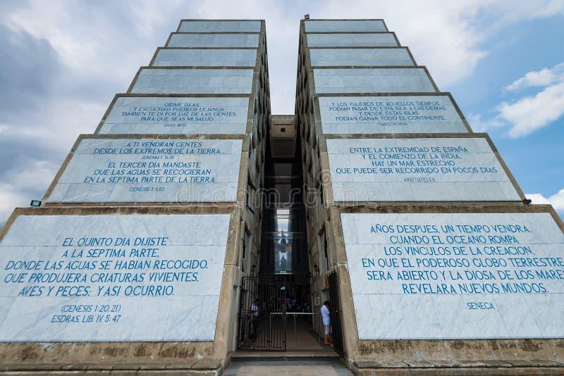 SANTO DOMINGO, DOMINICAANSE REPUBLIEK - 31 OKTOBER 2015: Weergeven van de vuurtoren van Columbus stock foto's