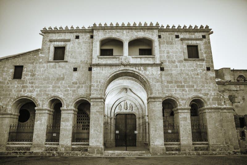 Santo Domingo, République Dominicaine Plan rapproché de cathédrale de basilique de La Menor de Santa MarÃa image libre de droits