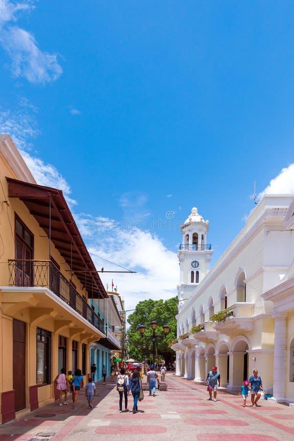 SANTO DOMINGO, REPUBBLICA DOMINICANA - 8 AGOSTO 2017: Vista dei monumenti storici Copi lo spazio per testo verticale fotografia stock libera da diritti