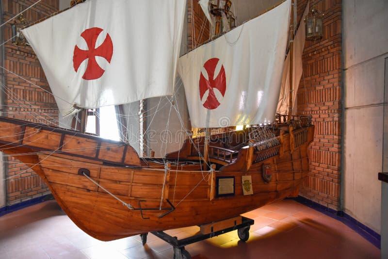Santo Domingo, Repubblica dominicana Il ` di Columbus spedisce la riproduzione Museo dentro il faro di Christopher Columbus immagine stock libera da diritti