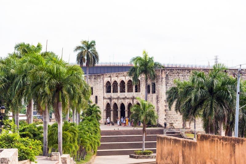 SANTO DOMINGO, republika dominikańska - SIERPIEŃ 8, 2017: Dom Kolumb pierwszy kamienny budynek Odbitkowa przestrzeń dla teksta obrazy royalty free