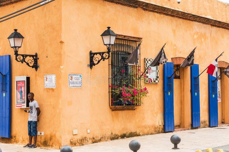 SANTO DOMINGO, republika dominikańska - SIERPIEŃ 8, 2017: Widok stary budynek Odbitkowa przestrzeń dla teksta zdjęcie royalty free