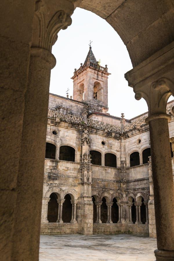 Santo Estevo de Ribas de Sil-klostret på en tydlig dag royaltyfria bilder
