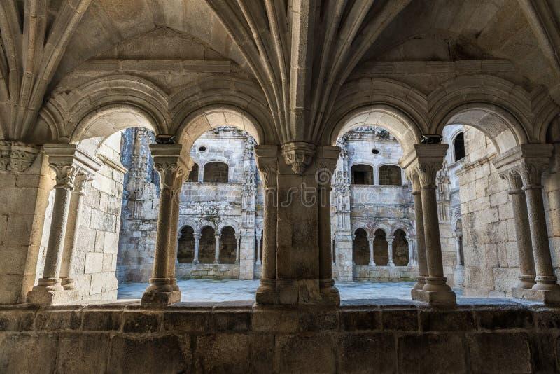 Santo Estevo de Ribas de Sil-klostret på en tydlig dag fotografering för bildbyråer