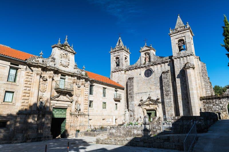 Santo Estevo de Ribas de Sil-klostret på en tydlig dag arkivbilder