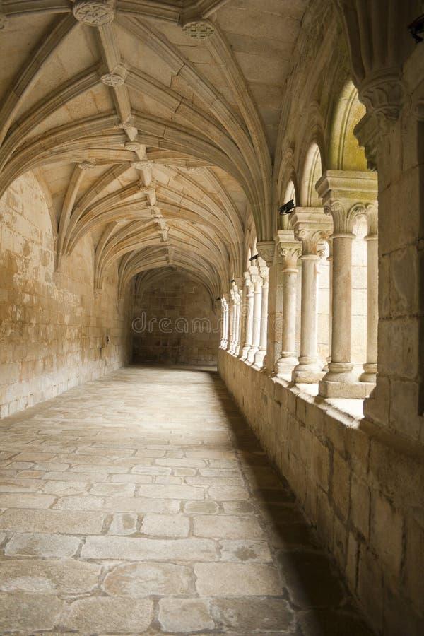Santo Estevo Hiszpania, Kwiecień, - 17, 2019: Przyklasztorny należenie klasztor kwalifikujący jako krajowy schronisko obraz royalty free
