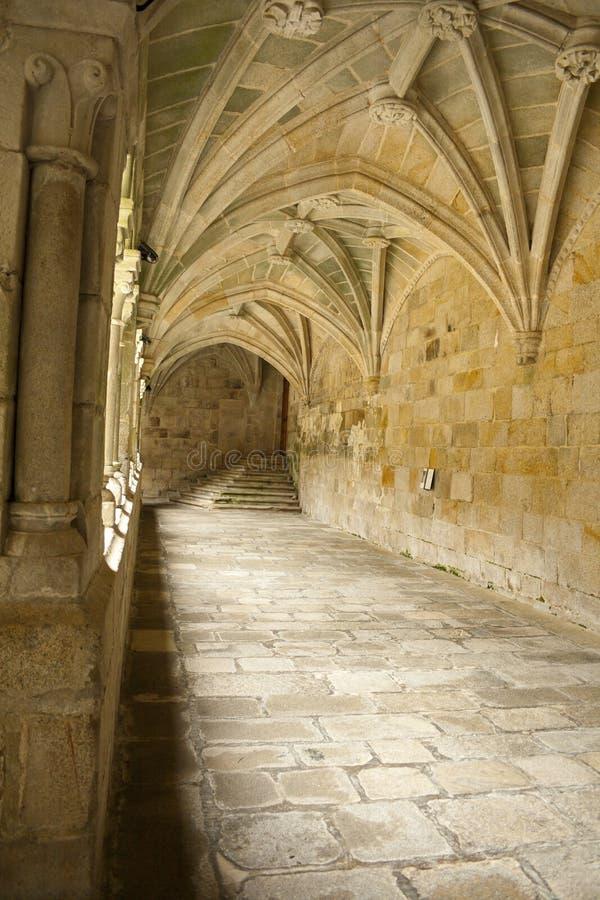 Santo Estevo Hiszpania, Kwiecie?, - 17, 2019: Przyklasztorny nale?enie klasztor kwalifikuj?cy jako krajowy schronisko Santo Estev fotografia royalty free