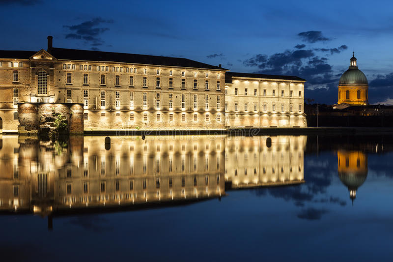 Santo Jacques - hospital viejo de Dieu del hotel en Toulouse fotos de archivo libres de regalías