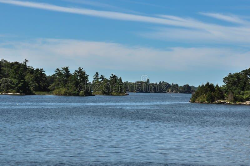 Santo Lawrence River en Gananoque, Ontario, Canadá imagenes de archivo