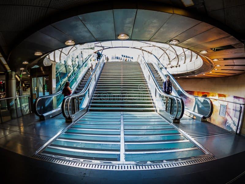 Santo Lazare de Gare de la salida del subterráneo en París fotos de archivo libres de regalías