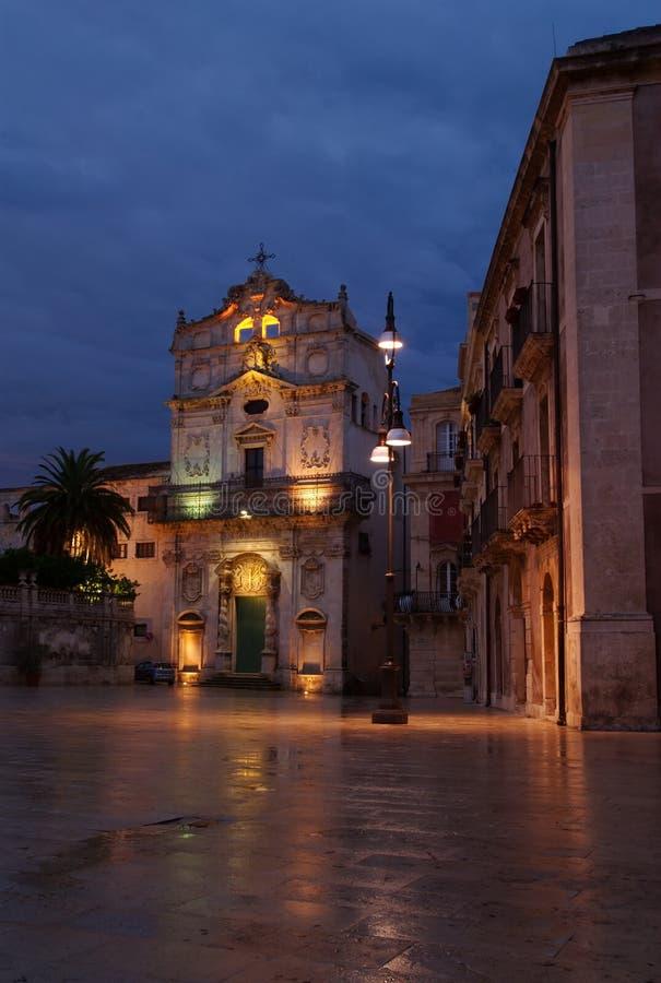 Santo Lucía y el poste de la lámpara, Ortigia, Sicilia imágenes de archivo libres de regalías