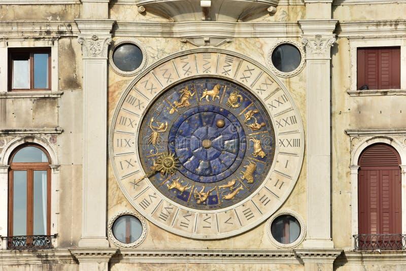 Santo Mark Clocktower con las muestras del zodiaco imágenes de archivo libres de regalías