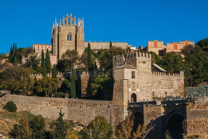 Santo Martin Bridge a través del río Tagus, Toledo, España imagen de archivo libre de regalías