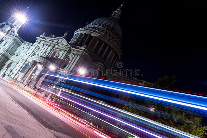 Santo Paul Cathedral en la noche de Londres, Reino Unido foto de archivo libre de regalías