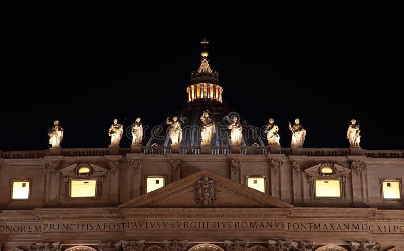 Santo Peter Basilica en la noche foto de archivo libre de regalías