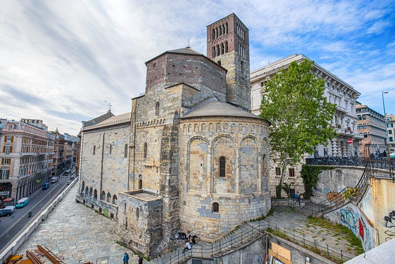Santo Stefano Saint Stephen Church nel centro urbano di Genova, Italia fotografie stock libere da diritti