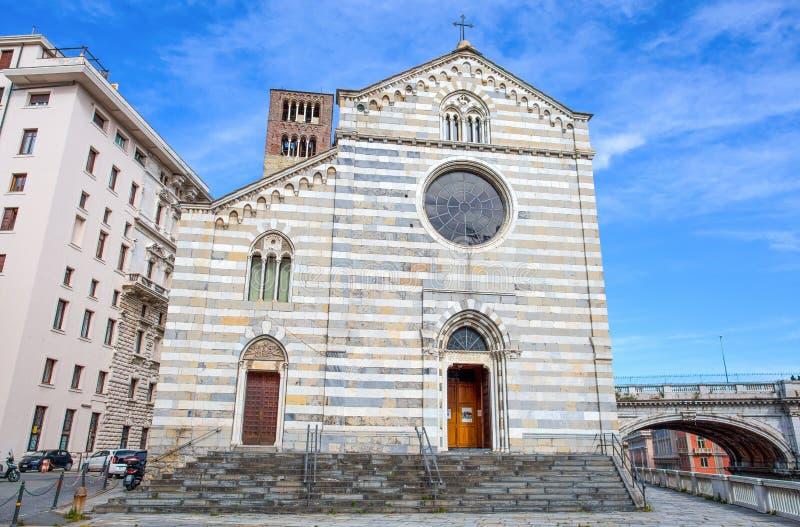 Santo Stefano Saint Stephen Church nel centro urbano di Genova, Italia immagine stock
