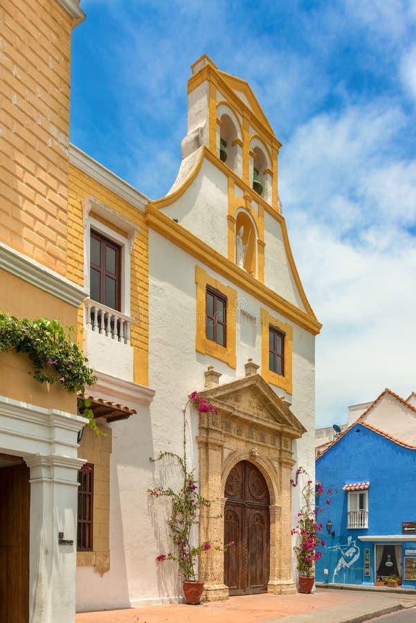Santo Toribio Church, rua do prefeito de Sangerto na cidade no colonial imagem de stock royalty free