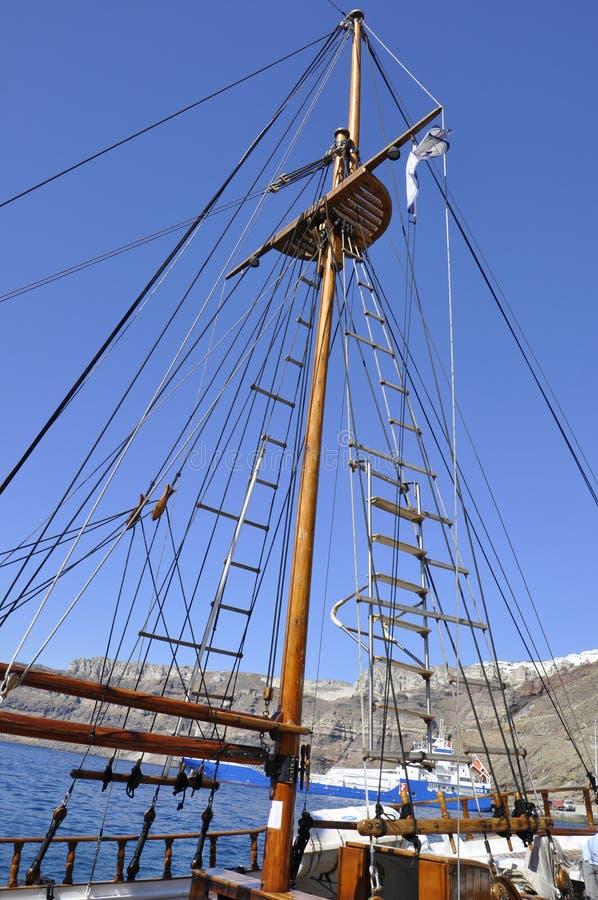 Santorini, ò septemer: Detalhes do navio de cruzeiros no porto de Santorini imagens de stock