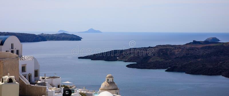 Santorini ö, Grekland - Caldera över det Aegean havet royaltyfri foto