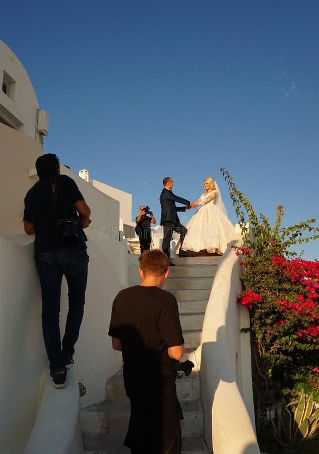 Santorini, Греция, 21-ое сентября 2018, стрельба фото свадьбы на красивых местах стоковое изображение rf