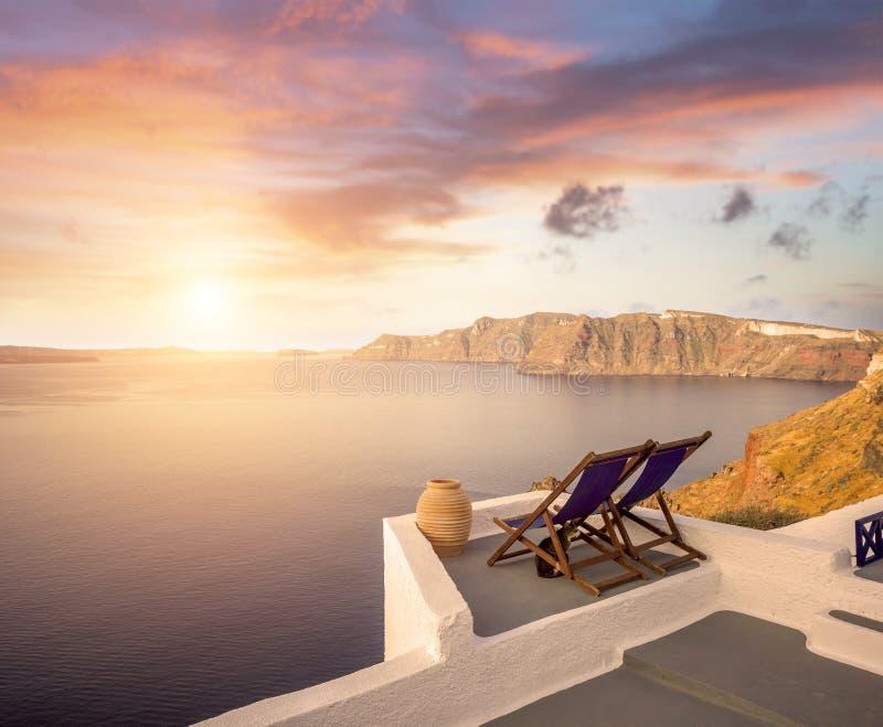 Santorini balconny有视图在海运 库存图片