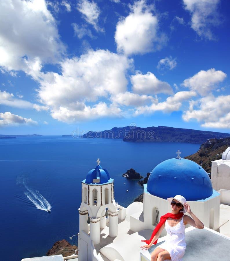 Santorini con la chiesa a Oia, Grecia fotografie stock libere da diritti