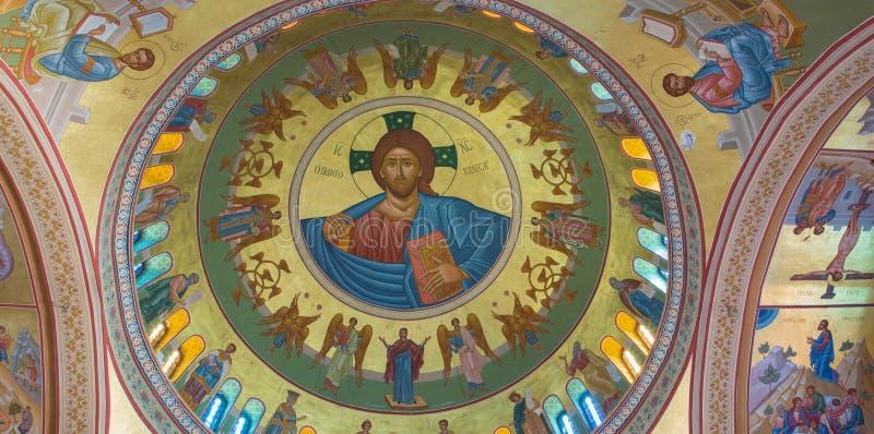 Santorini - Cristo l'artista locale Christoforos Asimis (20 di Pantokrator centesimo ) sulla cupola del Cathe metropolitano ortod fotografia stock libera da diritti